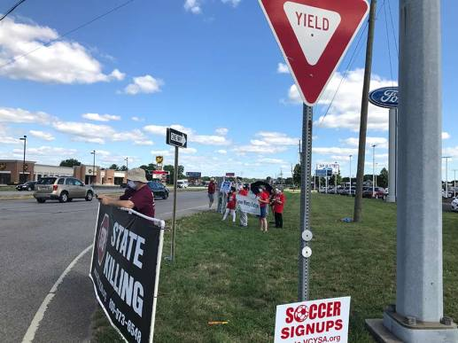 Sisters and other anti-death-penalty demonstrators gather at the corner of US 41 and Springhill in Terre Haute on Monday.