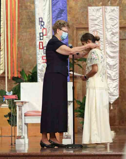 Sister Jessica receives her SP cross from General Superior Sister Dawn Tomaszewski.