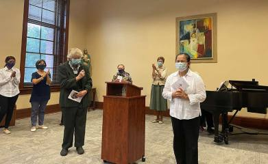 General Councilor Sister Jenny Howard invites the sisters to applaud for Leslie