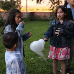 cotton candy catering makes kids happy