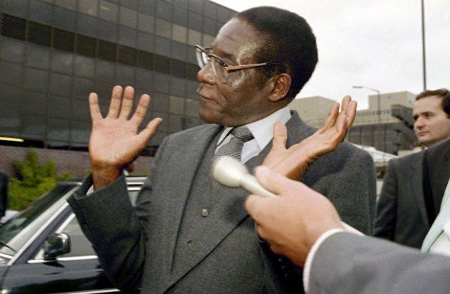 Роберт Мугабе отказывается говорить с репортерами в Лондоне, 1986 год