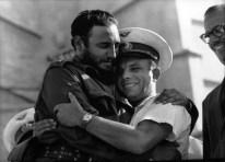01 de julio de 1961. Yuri A. Gagarin Mayor de la Fuerzas Aereas Soviéticas es recibido por el presidente cubano Fidel Castro y Osvaldo (Torrado) Dorticós durante celebraciones del 26 de julio