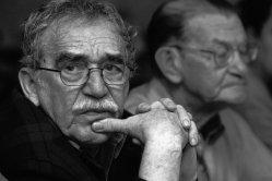 """El famoso escritor colombiano Gabriel García Márquez, murió el jueves a los 87 años en la Ciudad de México, donde vivió durante más de medio siglo. El presidente colombiano, Juan Manuel Santos ya ha reaccionado a la noticia en su microblog en Twitter: """"Mil años de soledad y tristeza por la muerte del colombiano más grande de todos los tiempos, les expreso mi solidaridad y condolencias a la familia."""""""