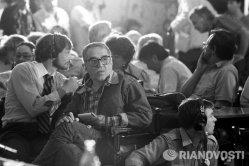 Gabriel García Márquez durante la Conferencia de prensa de la Unión de Cineastas de la URSS en la Casa Central de Cine bajo el Club profesional de Directores de Fotografía (PPW). Festival Internacional de Cine de Moscú XV (6-17 julio de 1987).