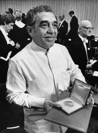 """García Márquez recibió en 1982 el Premio Nobel de Literatura, """"por las novelas y cuentos en los que se combinan la fantasía y la realidad, refleja la vida y los conflictos de todo el continente."""""""