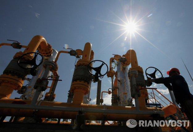 Obrero en la estación de separación en plantas de distribución de gas. Foto: © RIA Novosti. Vitaly Ankov.
