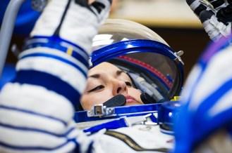 201409250036HQ) La ingeniero de vuelo Elena Serova de la Agencia Espacial Federal Rusa (Roscosmos) mientras es comprobada la presión de su traje ruso Sokol en preparación para su lanzamiento a bordo de la nave espacial Soyuz TMA-14M el Jueves, 25 de septiembre 2014, en el Cosmódromo de Baikonur en Baikonur, Kazajistán. Crédito de la imagen: NASA/GCTC/Andrey Shelepin.