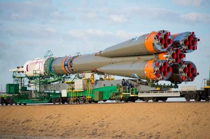 201409230024hq (23 de septiembre de 2014) --- La nave espacial Soyuz TMA-14M es trasladada a la plataforma de lanzamiento en tren el 23 de septiembre de 2014 el cosmódromo de Baikonur en Kazajstán. Crédito de la imagen: NASA/Aubrey.