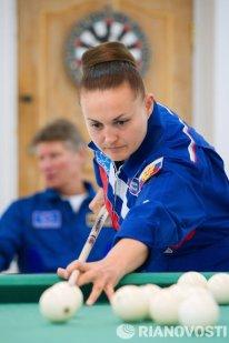 Elena Serova optó por no cambiar de peinado antes de la misión y prometió mostrar cómo se puede lavar el pelo en cinco minutos en la órbita.