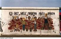 Hay Muchos Muros Que Derribar (Es gilt viele Mauern abzubauen) - Ines Bayer (Alemania). Foto: Joachim F. Thurn / Bundesarchiv / 25.07.1991 /