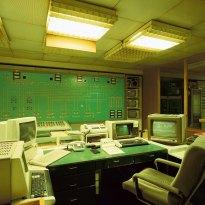 Sala de control, aún con las unidades computarizadas de 1989. Foto: Thorsten Klapsch/Edition Panorama.