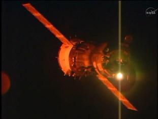 Nave Soyuz TMA-15M vista desde la EEI aproximándose. Foto: NASA TV.