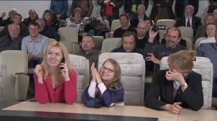 Autoridades y Familiares de los nuevos tripulantes reunidos para establecer comunicación desde Baikonur. Foto: NASA TV.