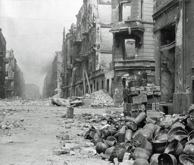 Calle de Breslau, tras la rendición de la ciudad ante el Ejército Rojo. Foto: © Henry Makarewicz.