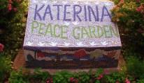 Mosaico dedicado a Katya Lycheva en el Jardín de los Niños de La Páz de Míchigan, Pine Grove Park, Port Huron, Míchigan, Estados Unidos. Foto: mdprovost / Flickr.
