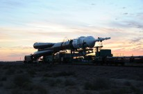 31 de agosto de 2015: La nave espacial Soyuz TMA-18M es llevada a la plataforma de lanzamiento en tren, Cosmódromo de Baikonur en Kazajstán. Foto: S.P. Korolev/RSC Energia.