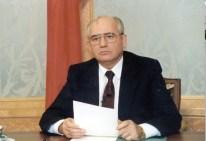 25 de Diciembre de 1991: Gorbachov anuncia su dimisión que se transmite por la Televisión Central de la URSS pocos meses después de que Yeltsin promoviera la firma de la CEI y firmara la disolución de la URSS a espaldas de Gorbachov con el fin de evitar la firma del Tratado de la Unión y desplazarlo del poder. Foto: Gorby.ru