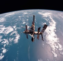Estación Espacial MIR vista el 12 de Junio de 1998 desde el también desaparecidoTransbordador Espacial Discovery. Foto: NASA.