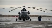 Un operativo ruso de búsqueda y rescate se prepara para desplegarse en la pista de Kragandá, Kazajstán para brindar apoyo durante el aterrizaje de la Soyuz MS-01. Crédito de la imagen: NASA / Bill Ingalls.