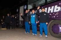 19 de Octubre de 2016: Los miembros de la Expedición 49, se despiden de su familia, amigos y el resto de su audiencia, luego de salir del Hotel del Cosmonauta para realizar los últimos procedimientos previos a su lanzamiento en la Soyuz a la Estación Espacial Internacional. Crédito de la imagen: NASA / Joel Kowsky.
