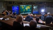 21 de Octubre de 2016: Los monitores del Centro de Control de Misión Koroliov en Moscú, Rusia muestran como la Soyuz MS-02 se aproxima al acoplamiento con la estación Espacial Internacional. Crédito de la imagen: NASA / Joel Kowsky.