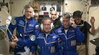 Comunicación con el Centro de Control de Misión de Moscú. Foto: NASA TV.