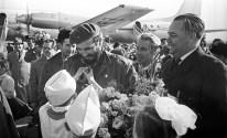 Fidel Castro es bienvenido por niños pioneros en el aeropuerto de Sverdlovsk, Ekaterimburgo, RSFS de Rusia, Unión Soviética. Foto: ITAR-TASS.