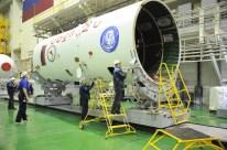 09 de Noviembre de 2016: EL escudo térmico es preparado para el ingreso de la nave Soyuz MS-03. Foto: S.P. Korolev/RSC Energia.
