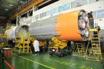 13 de Noviembre de 2016: Completando la integración de la nave al vehículo de lanzamiento (VL): Integración de la etapa final con la tercera etapa del cohete portador Soyuz-FG. Foto: S.P. Korolev/RSC Energia.