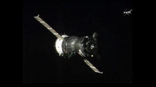Soyuz MS-03 durante las maniobras de acoplamiento. Foto: NASA TV.