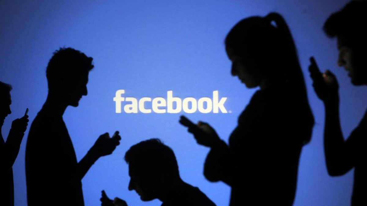 How to spy on someone's Facebook messages without touching their cell phone