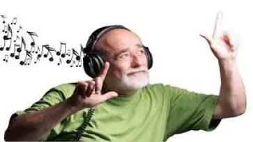 الاستماع الى الموسيقى يجنبك الحزن