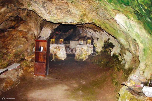 7-το-εσωτερικό-του-σπηλαιώδους-ναού