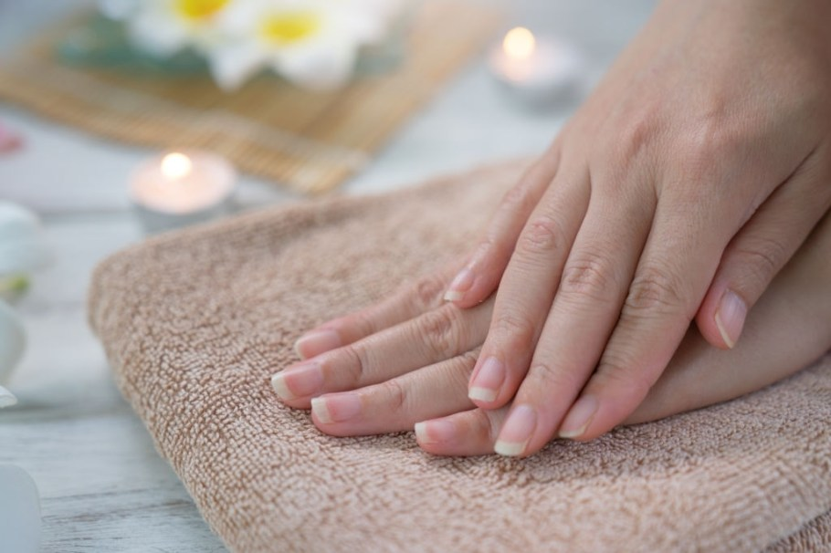 6 Tips To Get Shiny And Beautiful Nails- Proven Techniques