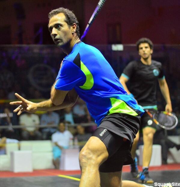 Amr Shabana gets in front of Omar Mosaad