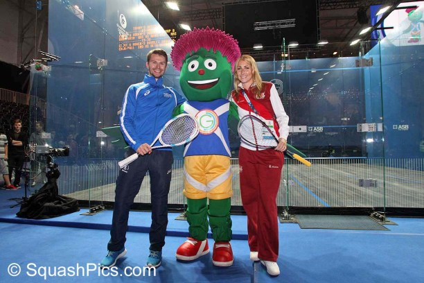 Games mascot Clyde with Scotland's Kevin Moran and England's Sarah Kippax. Picture by STEVE LINE (www.squashpics.com)