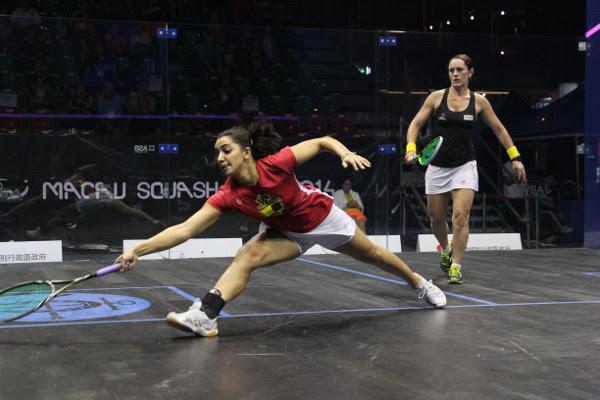 Raneem El Welily at full stretch against Rachael Grinham
