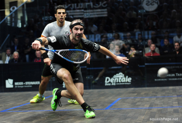 Simon Rosner gets in front of Omar Mosaad