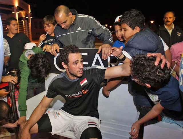 Ramy Ashour is surrounded by fans
