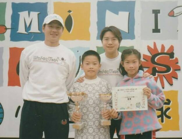 Annie and Leo as children with their proud parents