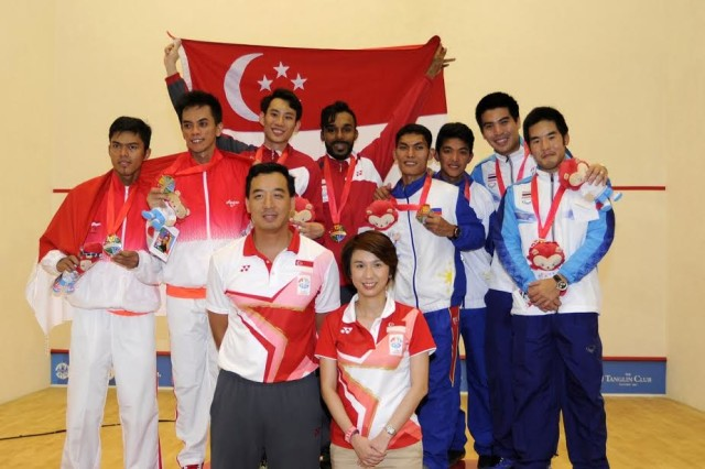28th SEA Games Singapore 2015 - Tanglin Club - Singapore - 15/6/15   Squash - Men's Jumbo Doubles Gold Medal Match - (L-R) Medallists from Indonesia, Singapore, Philippines and Thailand pose with their medals and Singapore's chef de mission Nicholas Fang (bottom L) and Low Yen Ling (bottom R) TEAMSINGAPORE  SEAGAMES28 Mandatory Credit: Singapore SEA Games Organising Committee / Action Images via Reuters