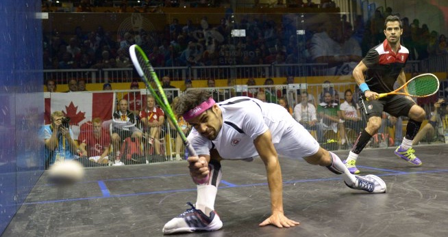 Shawn Delierre at full stretch against Mexico's Arturo Salazar