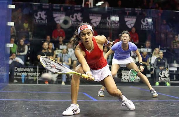 Nicol David gets in front of Joey Chan