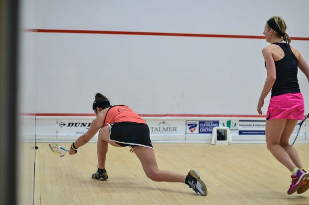 Alison Waters forces Amanda Sobhy into a big stretch