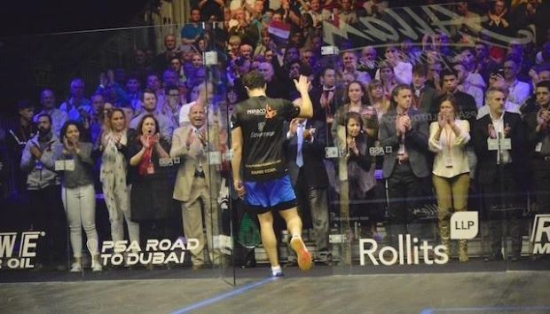 The crowd rises to Ramy Ashour