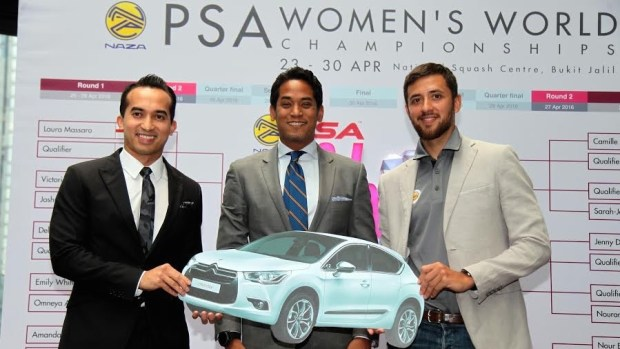 Azlan Iskandar (right) with Sports Minister (left) and Chief Executive of Naza Cars