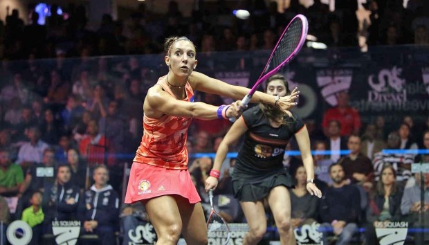 Camille Serme volleys against Nour El Sherbini