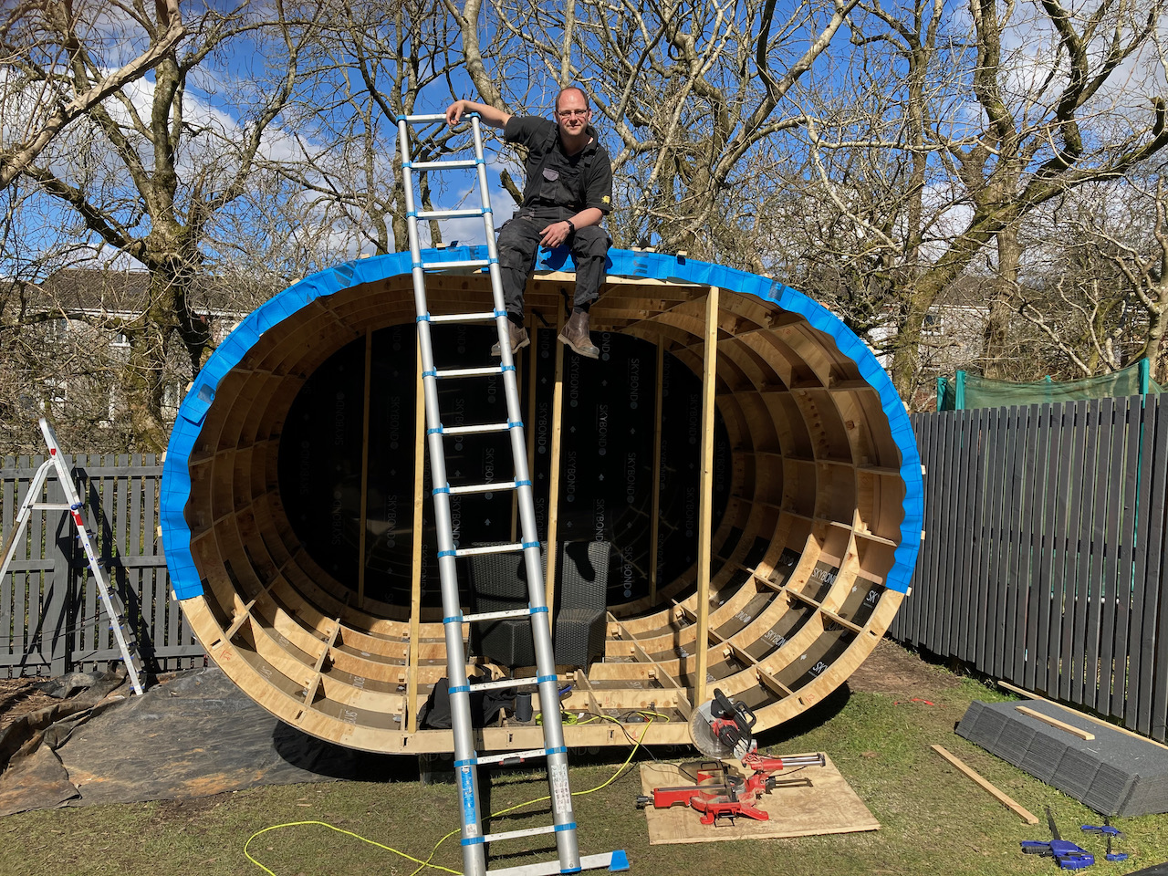 Oval pod frame