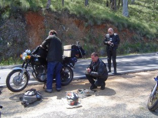 Manny and Dr Dave help Gary with some roadside repairs, Bethanga 2005