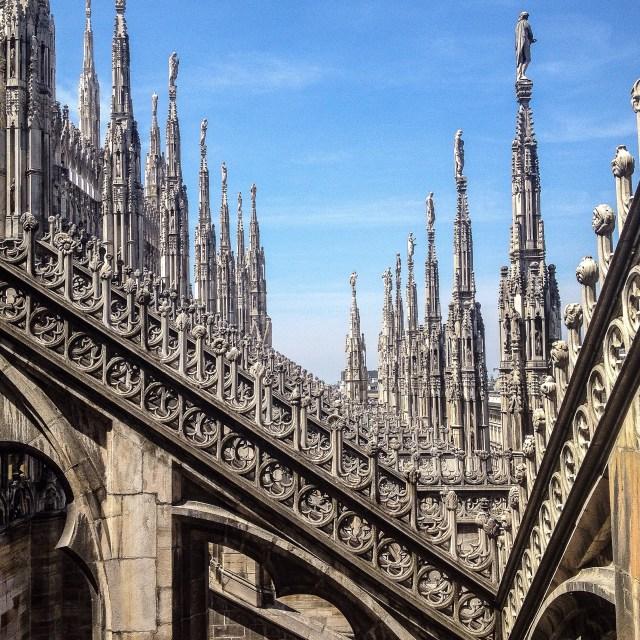 Una cosa assolutamente da fotografare a Milano? Le terrazze del Duomo con le sue sculture meravigliose e il panorama che lascia senza parole